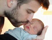 Η πρώτη φωτογραφία του γιου της Σακίρα και του Πικέ που κάνει το γύρο του κόσμου!