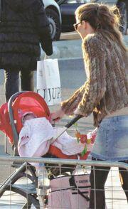 Η Μαριέττα, η γούνα και η πρώτη δημόσια βόλτα με την κόρη της!