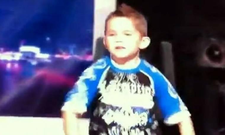 Βίντεο: 0 6χρονος που ξετρέλανε με τον χορό του!