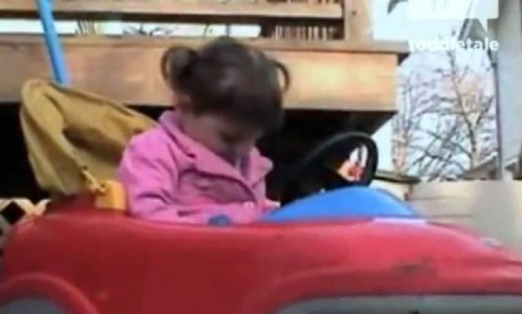 Απίθανο Βίντεο: Την παίρνει ο ύπνος και χτυπάει το κεφάλι της στην κόρνα!