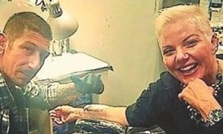 Τα τατουάζ της Νανάς Παλαιτσάκη για τους άντρες της ζωής της