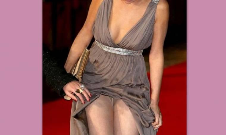 Σήκωσε το φόρεμά της, αλλά το παράκανε!