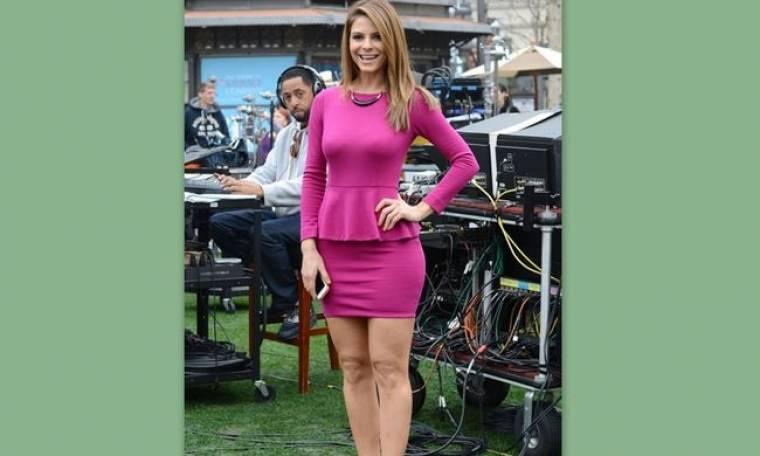 Το στενό σέξι φούξια φόρεμα της Μαρίας Μενούνος