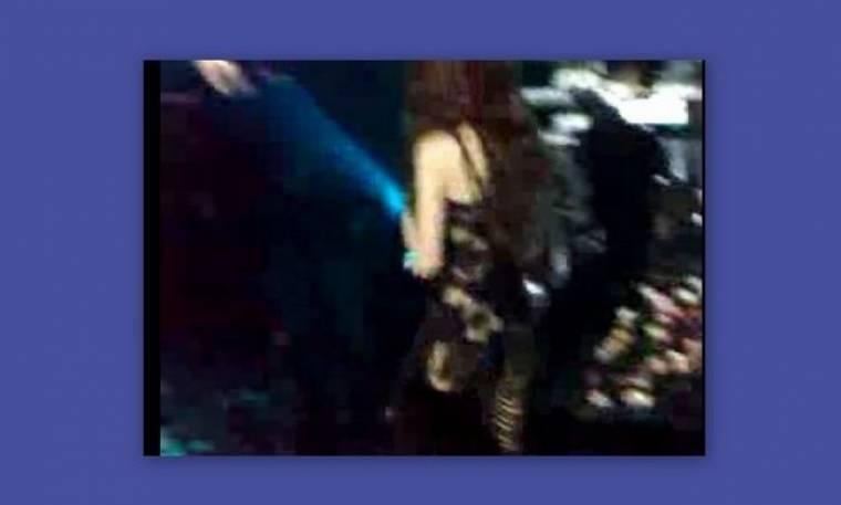 Video: Δείτε την Πάολα να ξεσηκώνει το κοινό με το στρινγκ της!!!! (Nassos blog)
