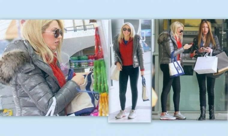 Κωνσταντίνα Σπυροπούλου: Βόλτα για ψώνια με φίλη της
