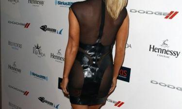 Για πού το έβαλε μ' αυτό το φόρεμα;