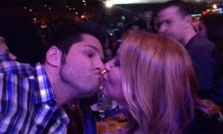 Το φιλί στο στόμα του Τσαλίκη στη Γερμανού!