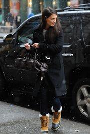 Katie Holmes: Βόλτα στην χιονισμένη Νέα Υόρκη (φωτό)