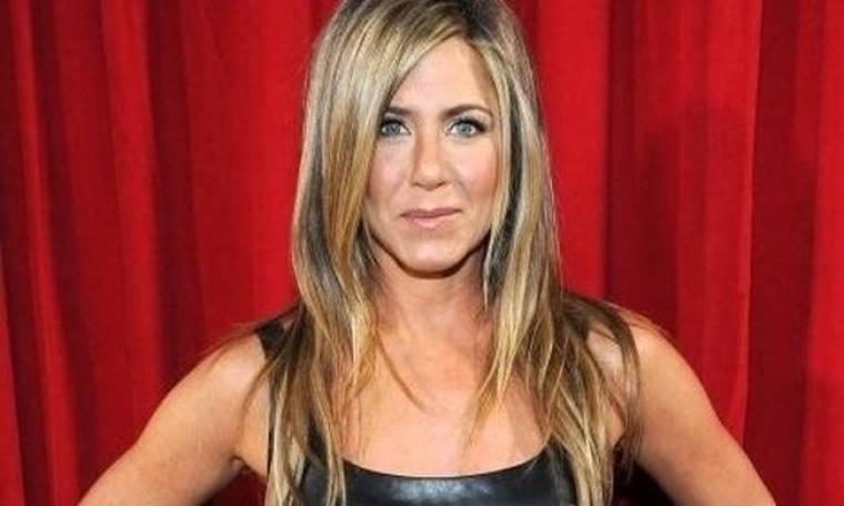 Jennifer Aniston: Αγνώριστη με τα ξανθά και πιο κοντά μαλλιά της. Δείτε πώς είναι: