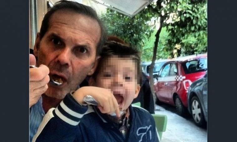 Πέτρος Κωστόπουλος: Βόλτα με τον γιο του!