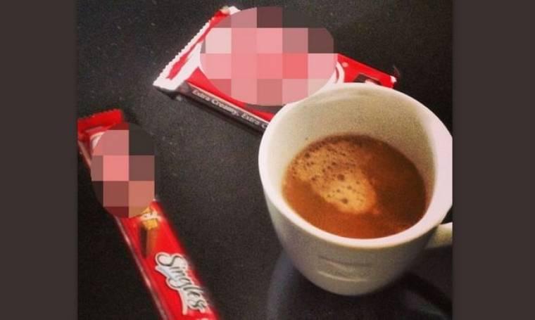 Ποιος κύριος της σόουμπιζ απολαμβάνει τον καφέ του συνοδευόμενο με σοκολατένιους πειρασμούς;