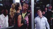 Δείτε την Jessica Alba να φιλάει στο στόμα άντρες και γυναίκες
