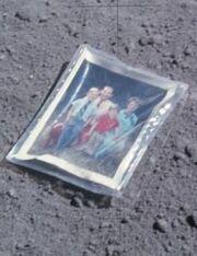 Τι άφησε ο αστροναύτης του «Apollo 16» πριν 41 χρόνια στην Σελήνη
