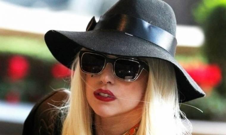 Άρρωστη η Lady Gaga. Ακυρώνει συναυλίες γιατί δεν μπορεί να σταθεί στα πόδια της