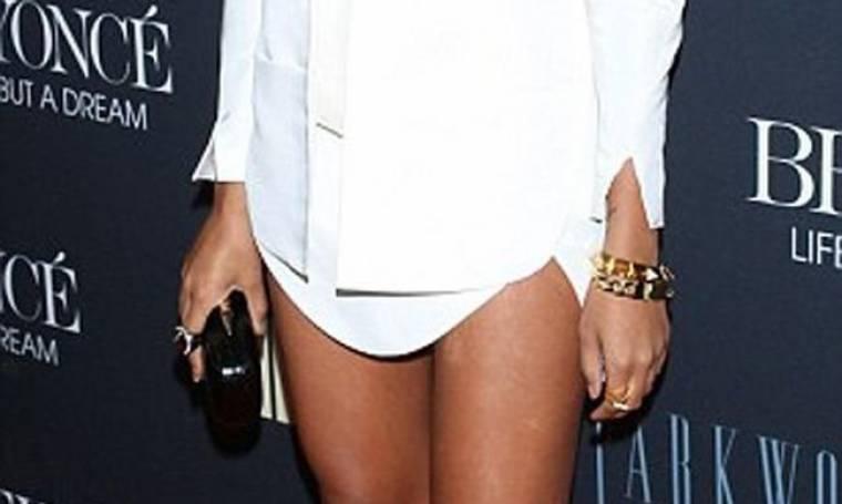 Ουπς! Ξέχασε το παντελόνι της!