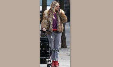 Sienna Miler: Φόρεσε ότι βρήκε και βγήκε βόλτα