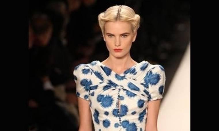 Backstage beauty: Χτενίσματα εμπνευσμένα από τα 40s στο show της Carolina Herrera