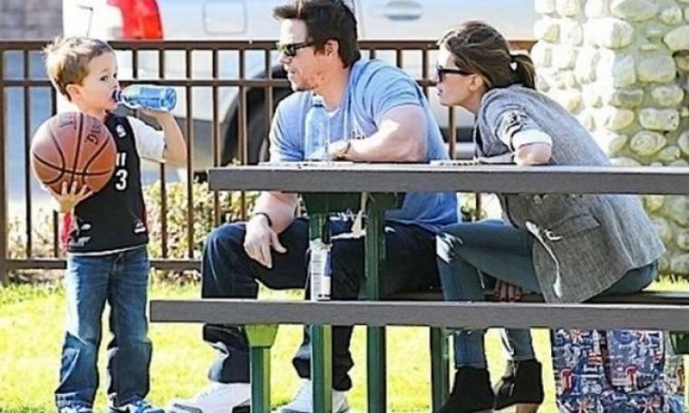 Ο Mark Wahlberg θαυμάζει τις μπασκετικές ικανότητες του γιου του