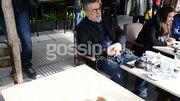 Μάκης Τσέλιος: Αραχτός και λάιτ πίνει τον καφέ του