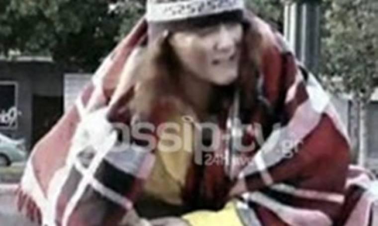 Απίστευτο Video: Στα σκουπίδια ψάχνει για φαγητό γνωστή Ελληνίδα κωμικός…(Nassos blog)