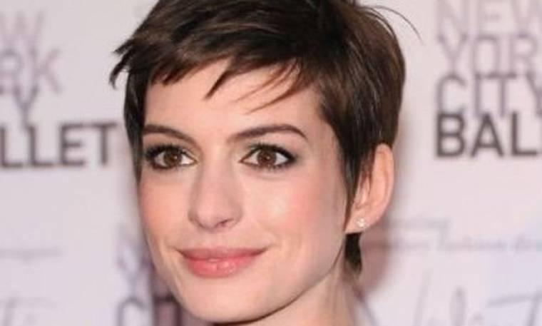 Ποιος διάσημος σχεδιαστής αποκάλεσε την Anne Hathaway «βαρετή»;