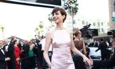 Όσκαρ 2013: Το στήθος της Anne Hathaway εντυπωσίασε και απέκτησε δικό του λογαριασμό στο Τwitter
