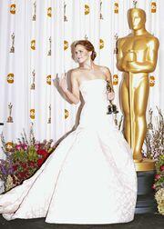 Όσκαρ 2013: Jennifer Lawrence: Μετά την τούμπα της, έκανε μία άσεμνη χειρονομία!