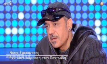 Σφακιανάκης: «Με ενοχλεί ένας άνθρωπος που είναι αρσενικός να βγαίνει σαν την φτερού στην Πλάκα»