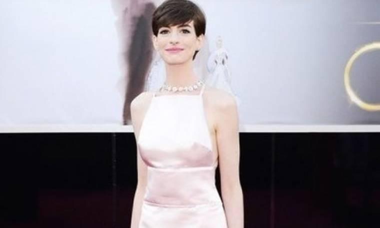 Anne Hathaway: «Γιατί απαρνήθηκα το Valentino φόρεμα στα Όσκαρ…»