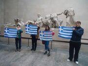 Προκλητικό: Κόρη πρώην υφυπουργού χαρακτήρισε την ελληνική σημαία στα Ελγίνεια «Eθνική βλαχιά»
