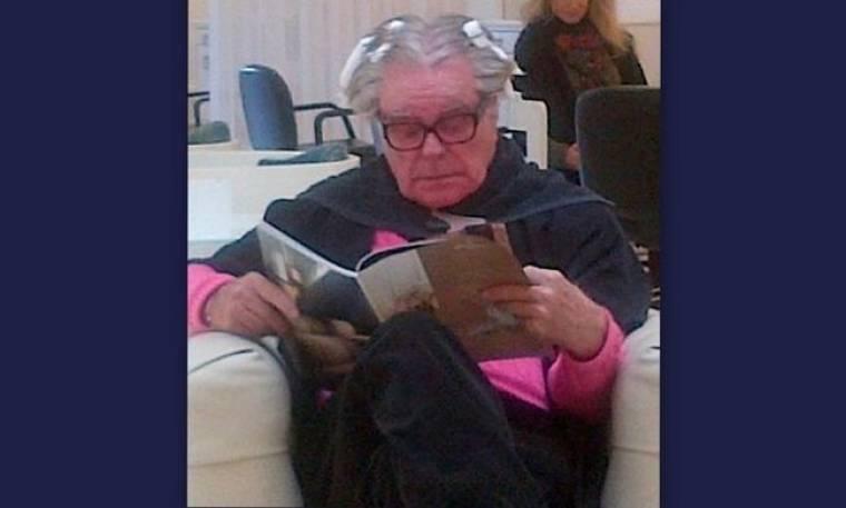 Δείτε τον 83χρονο Robert Wagner να κάνει ανταύγειες στα μαλλιά