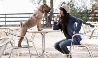 H Φουρέιρα φωτογραφίζεται με τον σκύλο της