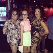 Τάμτα: Διασκέδασε σε gay μπαρ!
