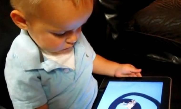 Βίντεο: Δείτε πώς αυτός ο πιτσιρικάς χειρίζεται το iPad