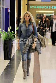 Κωνσταντίνα Σπυροπούλου: Μοναχική βόλτα σε εμπορικό κέντρο