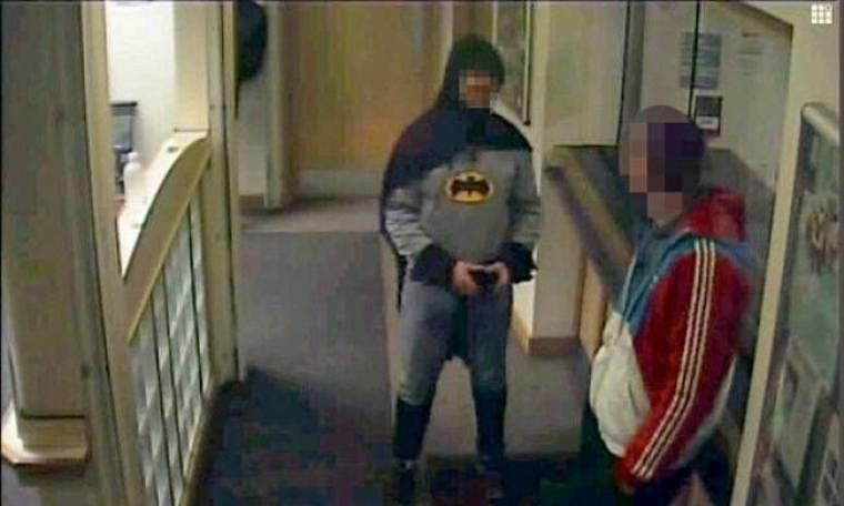 Άγνωστος ντύθηκε... Μπάτμαν και συνέλαβε έναν κακοποιό