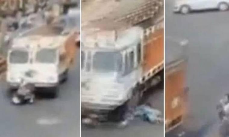 Απίστευτο βίντεο: Φορτηγό πέρασε από πάνω της - Δείτε τι συνέβη μετά!