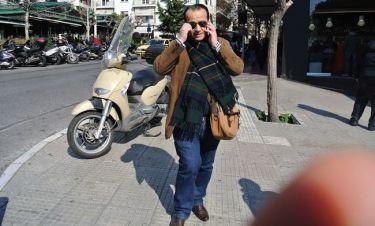 Με ποιον μιλά στο τηλέφωνο ο Βασίλης Ζούλιας;