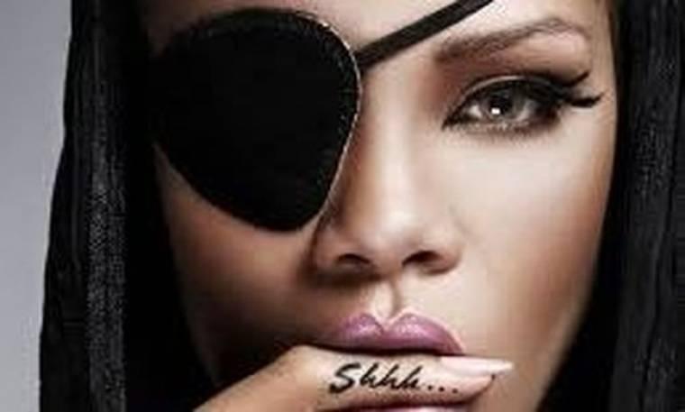 Δείτε την Rihanna μόνο με τις ζαρτιέρες!