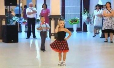 Μικροί χορευτές που κλέβουν την παράσταση!