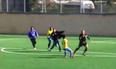 Παίκτες πήραν τον διαιτητή στο κυνήγι (video)