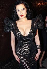 Στιγμιότυπα από την σέξι εμφάνιση της Dita Von Teese