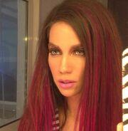 Ποια Ελληνίδα τραγουδίστρια έκανε το εκκεντρικό μανικιούρ και μακιγιάζ;