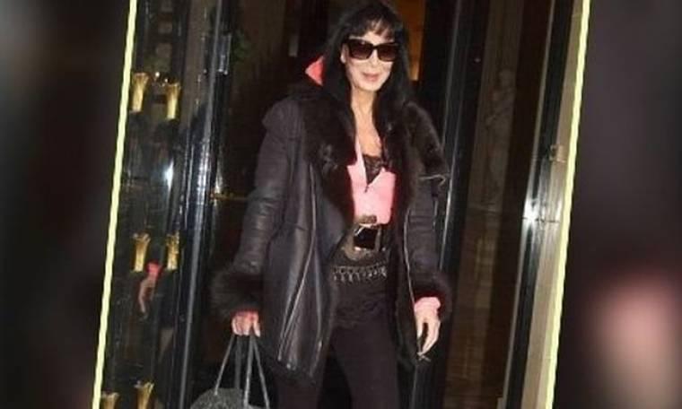 Cher: μήπως είναι η πιο κακόγουστη εμφάνιση της παρισινής εβδομάδας μόδας;