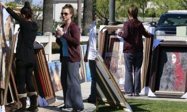 Britney Spears: Αγόρασε πίνακες ζωγραφικής από πλανόδια ζωγράφο (φωτό)