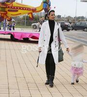 Οικογενειακή βόλτα για την Όλγα Λαφαζάνη και τον Νίκο Οικονόμου