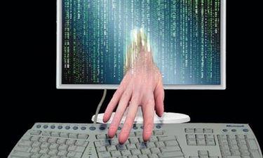 Θύματα χάκερ έπεσαν πολιτικοί και ηθοποιοί