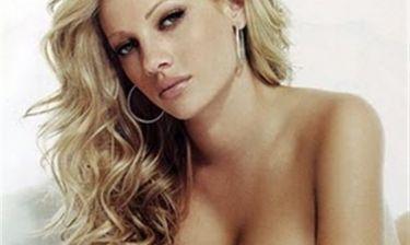 Δείτε την γυμνόστηθη φωτό που «ανέβασε» η Τζούλια στην προσωπική της σελίδα στο facebook!