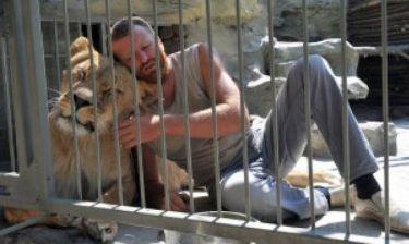 Απίστευτο: Ο άνδρας που θα μείνει 1 χρόνο στο κλουβί μαζί με...