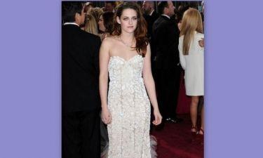 Ποιος είναι ο κύριος που παρηγορεί την Kristen Stewart όσο λείπει ο Robert Pattinson
